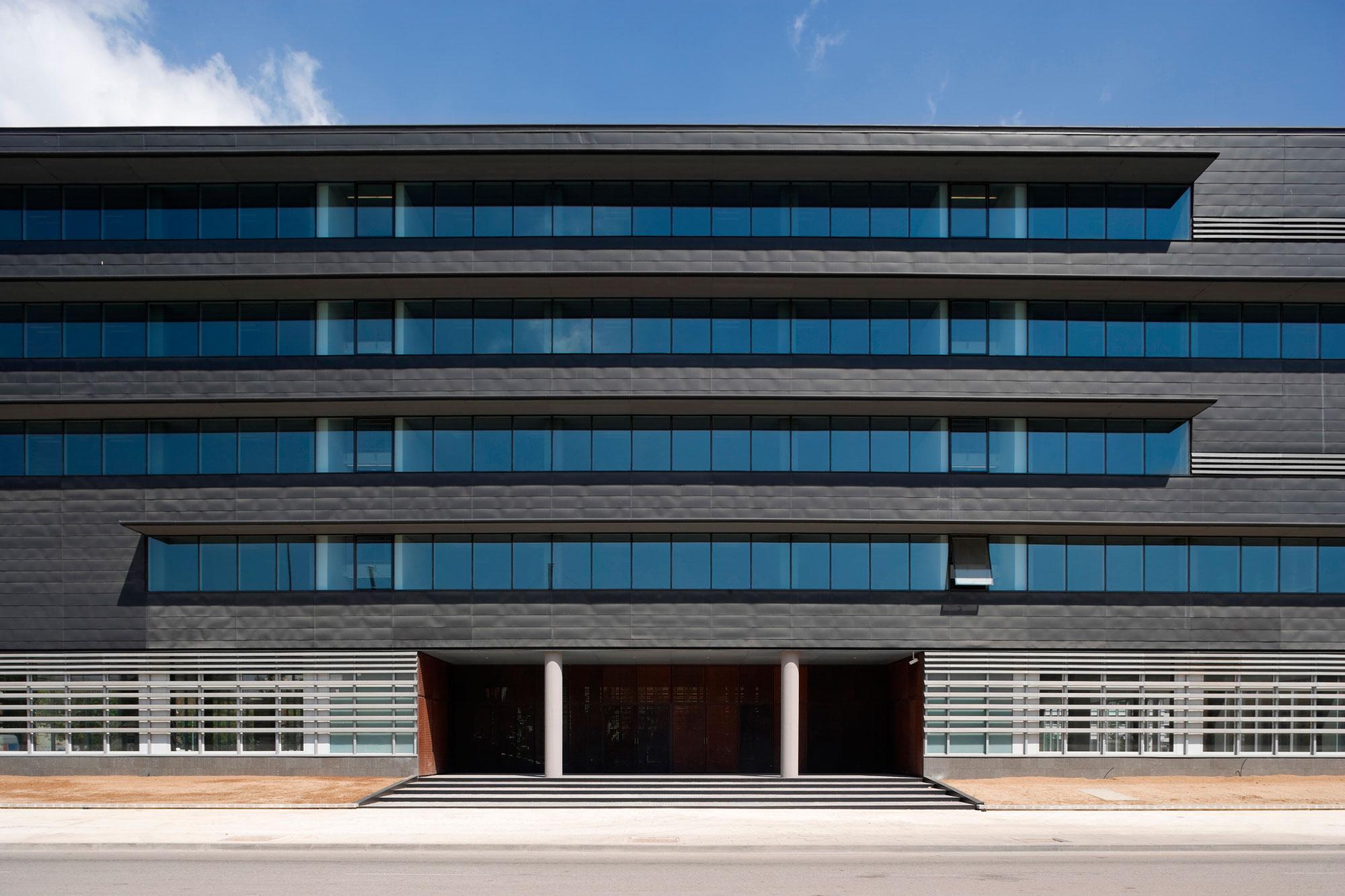 Office Building for the World Trade Center Almeda Park in Cornellà, Barcelona