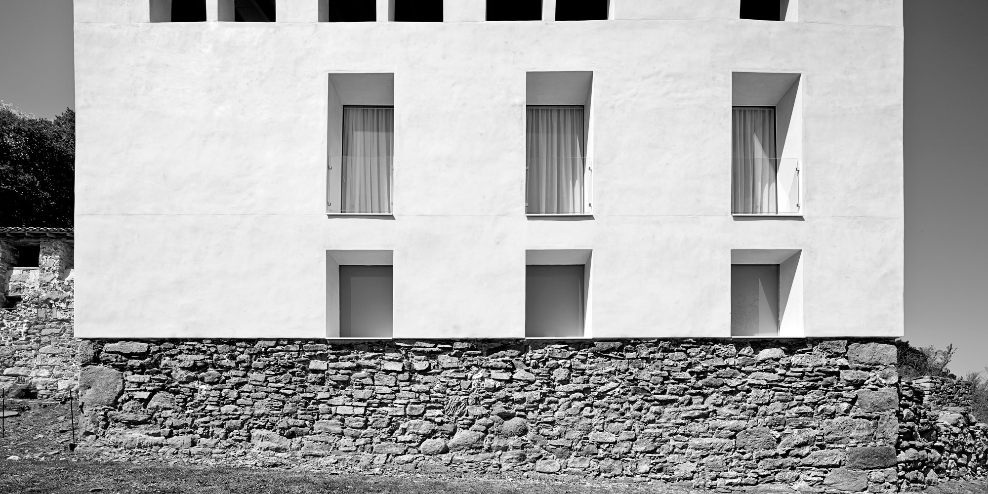 Reconstruction of an old country mansion in la garrotxa - Arquitectura girona ...