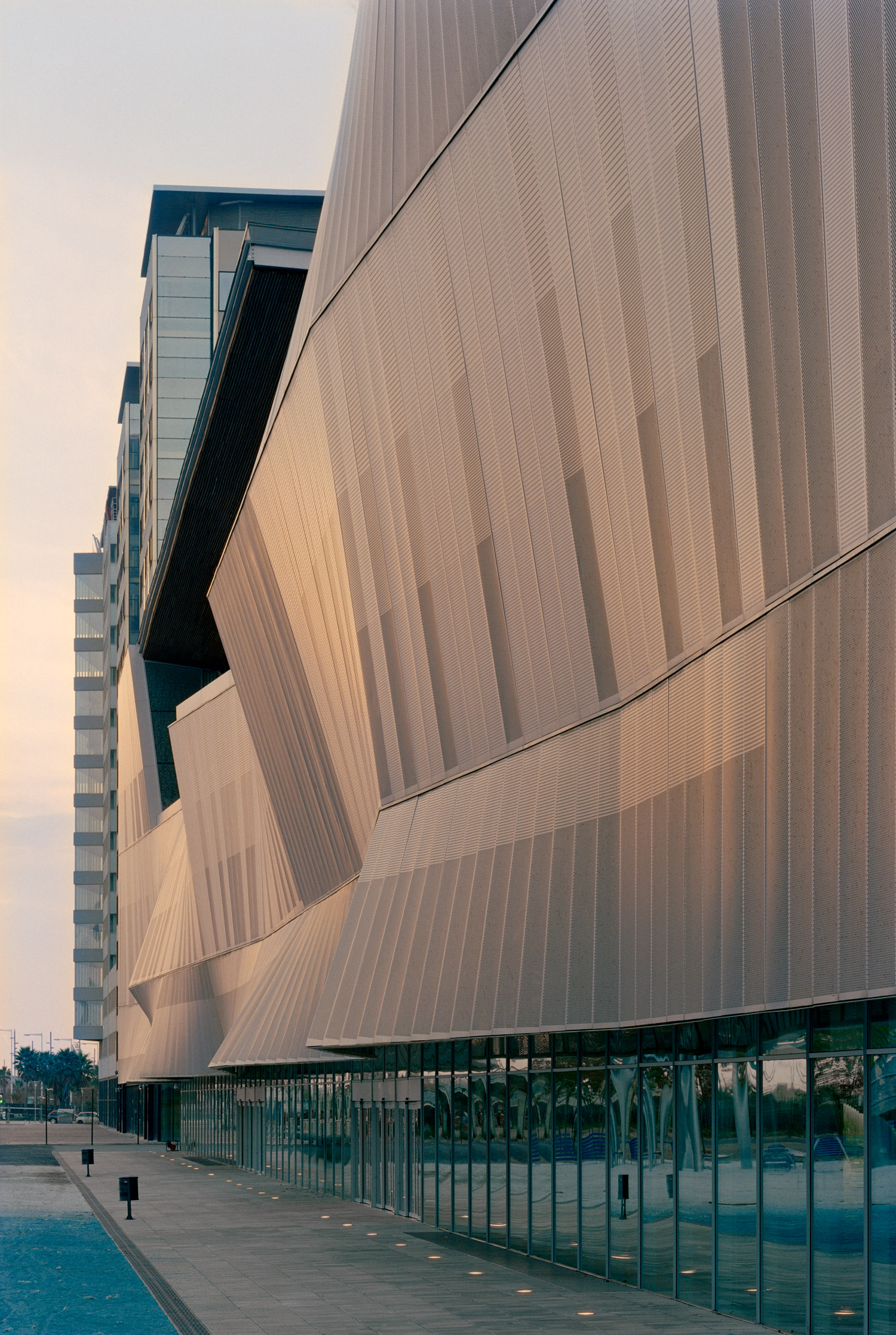 International convention center in the area of forum 2004 barcelona mateo arquitectura - Arquitectura barcelona ...