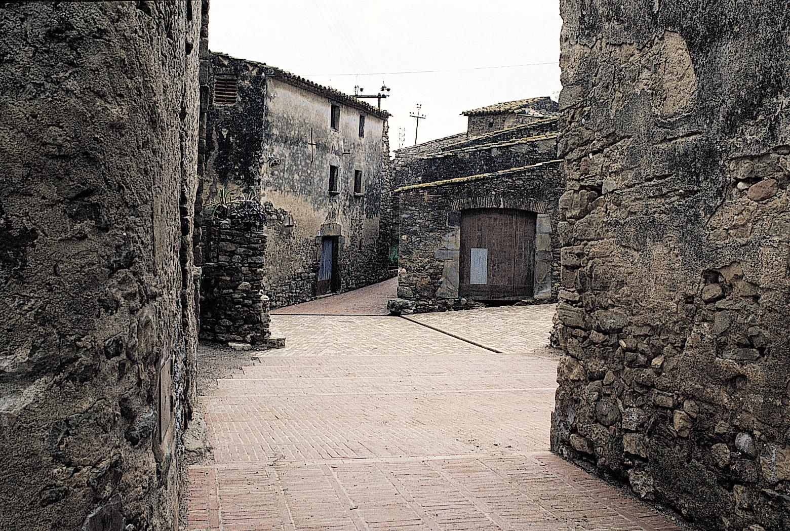 Development of the medieval town of ullastret girona - Arquitectura girona ...